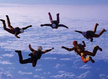 Saut en parachute avec Tomer Sisley - Vente aux enchères Gala Croix-Rouge Marseille